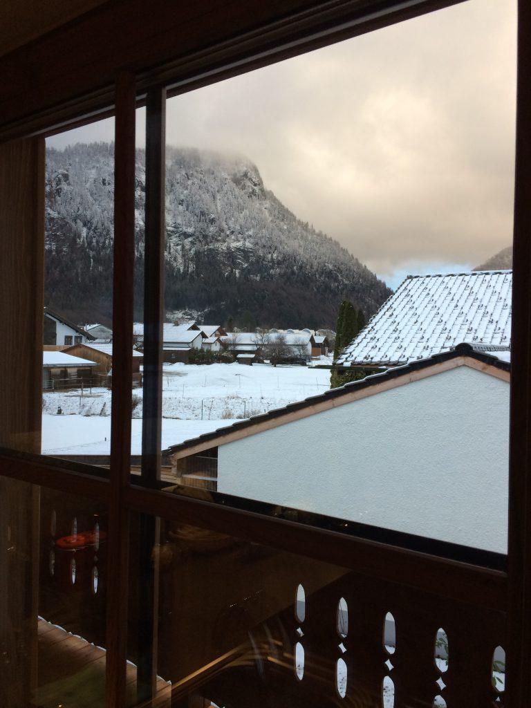 huis uitzicht va balkon sneeuw